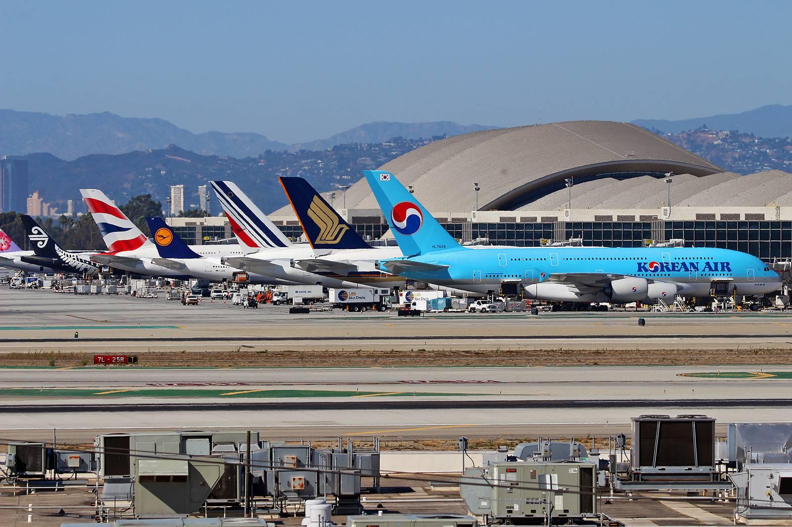 Hãng hàng không nào đi Los Angeles tại TPHCM